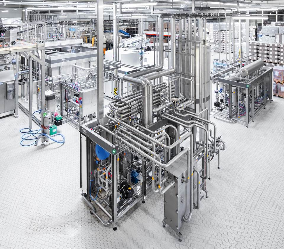 At United Soft Drinks the KHS Innopro KZE flash pasteurizer does without a buffer tank thanks to what's known as a product return loop.