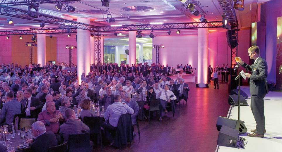 Kai Acker, chairman of the KHS GmbH Executive Management Board, raises a glass to KHS' very special birthday at the 150th Anniversary Night, attended by approximately 600 guests.