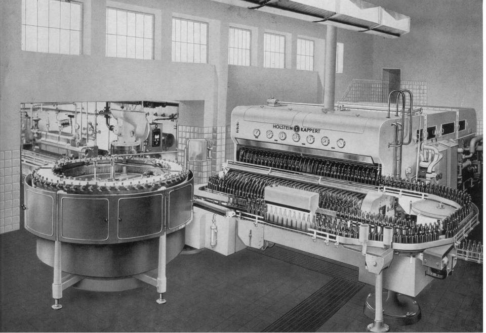 "A Phoenix hot and cold filling machine from ""local matador"" Holstein & Kappert in use at the Dortmund Stifts Brewery in c. 1959."