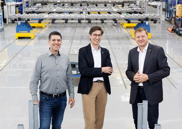 Optimistic for the future: Albert Dingeldein, head of the Line Engineering Product Center, Tobias Wetzel, head of the KHS Service Division and managing director of KHS Corpoplast, and Edgar Petsche, head of Market Zone Europe/CIS (from left to right).
