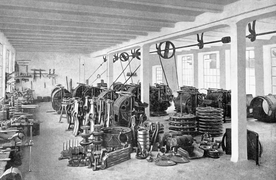 View of one of the workshops at the Holstein & Kappert Maschinenfabrik Phönix on Bremer Strasse in Dortmund (c. 1910).