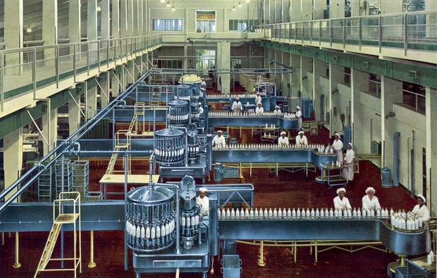 The combined Monoblock bottle filling and capping machine developed by Holstein & Kappert for the dairy industry in operation in 1957.