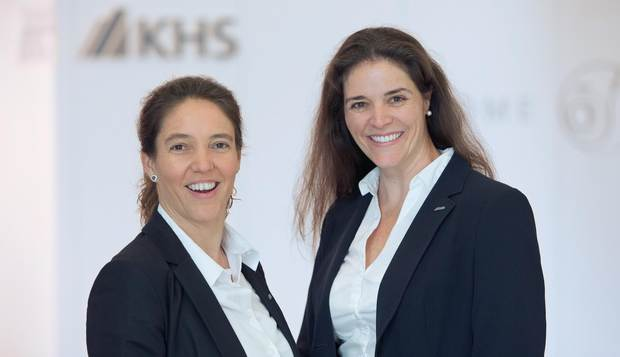 Two unlike sisters: together Denise Schneider-Walimohamed (44, left) and Daniella Pleitz (36, right) run the KHS office in Nairobi, Kenya.