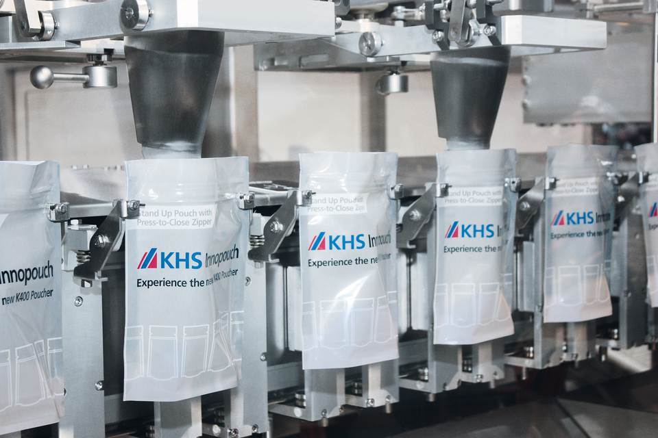 Machine filling stations: each individual pouch gripper consists of a single linear servo drive.