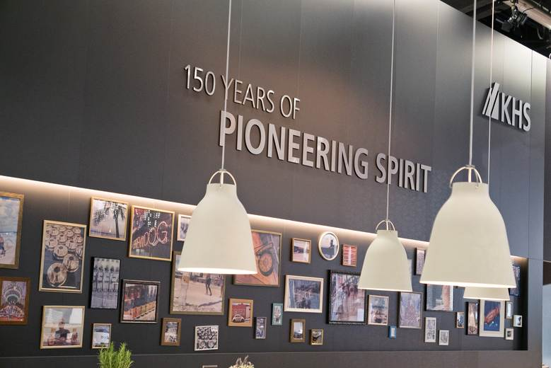 KHS' tradition as a technological pioneer was the focus of its modern booth architecture which also made nostalgic reference to the company's past.
