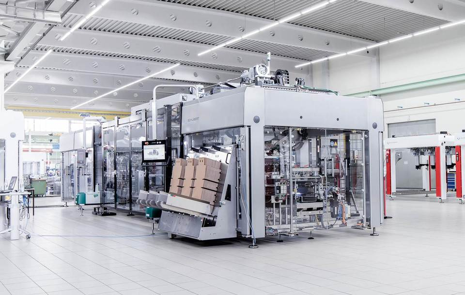 Together with its partner Schubert KHS has developed a multifunctional, blocked packaging system which is being used for the first time by Schützengarten.