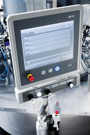 Extremely simple, intuitive operator prompting for control of the machine is assured by the new KHS ClearLine monitor.